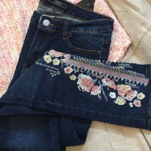 Embroidered  Floral Skinny Jeans